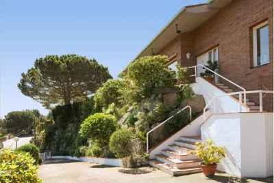 Дом на побережье Испании в городке Алелья винодельческого региона Каталонии